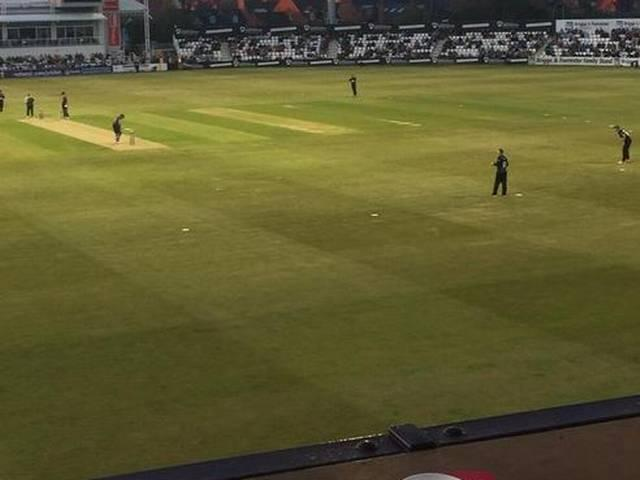 Worcestershire make wicketkeeper take gloves off and field in match vs Northamptonshire