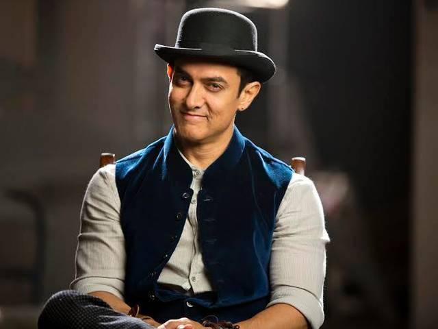 Aamir_Khan_four_girls_in_flat