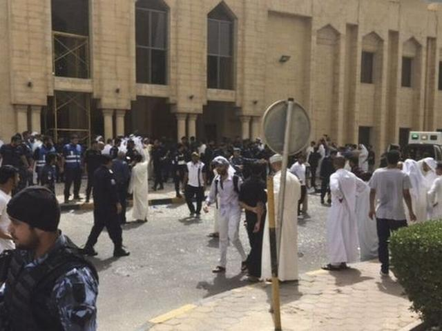 Blast hits Kuwait Shiite mosque causing casualties