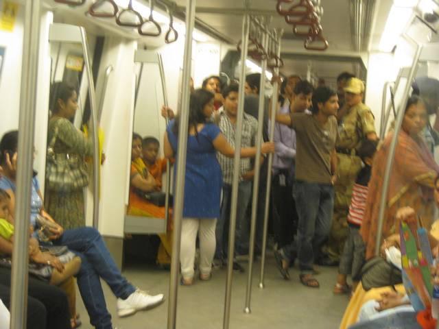 95 per cent of pick pocketers in delhi metro are female