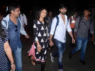 Spotted-Shahid-Kapoor–Mira-Rajput-Are-On-Their-Way-To-Mumbai
