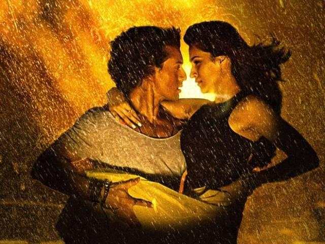 first_look_tiger_and_kriti_team_chal_waha_jaate_hain