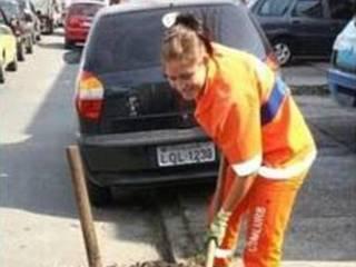 sexy rio street cleaner becomes internet sensation