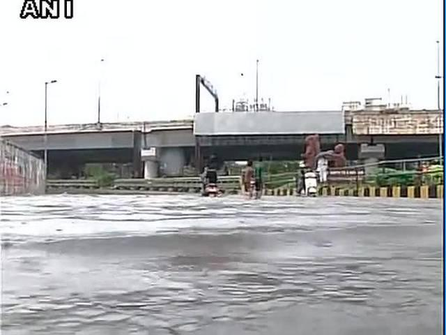 Rains in Mumbai after dry spell, suburban services hit