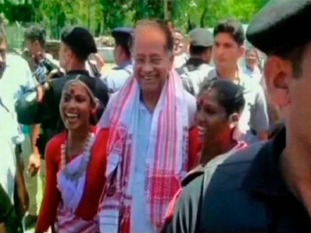 Gogoi 'dances' with girls of tea tribe during Kalam mourning