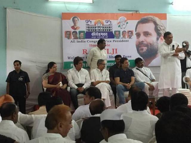NSUI activists face off with BJP workers outside FTII in Pune ahead of Rahul Gandhi's visit