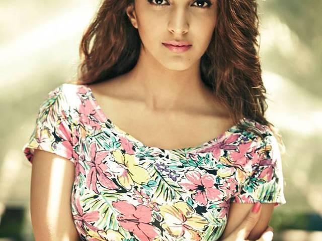 Kiara Advani Cast as Sakshi in Dhoni Biopic