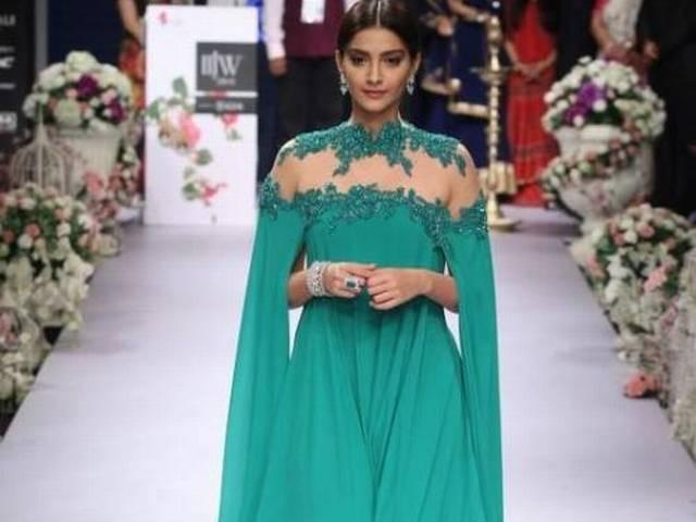 Sonam Kapoor walks the ramp India International Jewellery Week 2015
