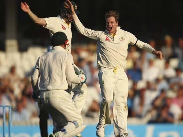 Cook falls short as Australia close in