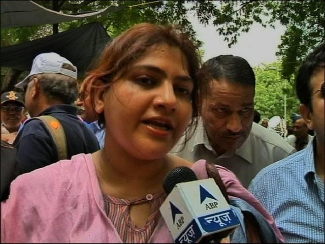 General VK Singh's daughter Mrinalini Singh joins army men protesting for OROP