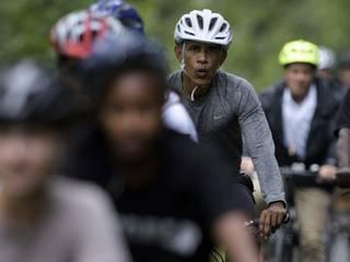 2015_President_Barack Obama_bike