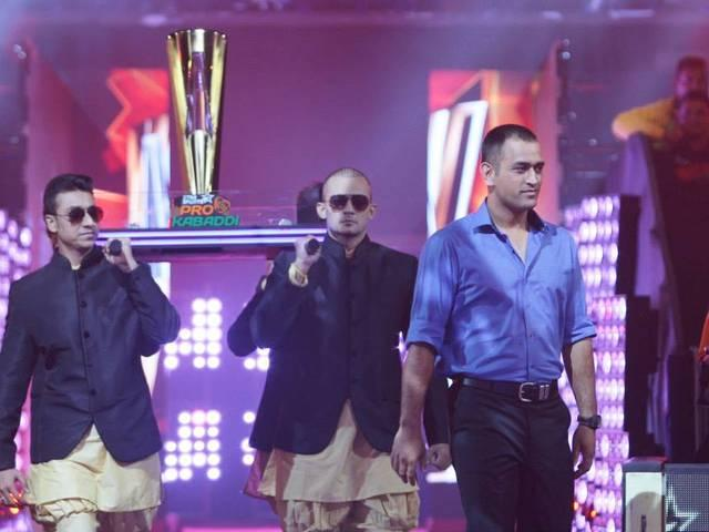 The final day of Star Sports Pro Kabaddi Season 2 was attended by many celebrities such as MS Dhoni, Saif Ali Khan, Katrina Kaif and Alia Bhatt who sang the National Anthem.
