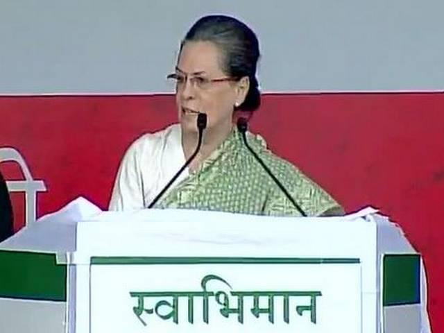 """Modi Govt has """"done nothing other than 'show-baazi': Sonia"""