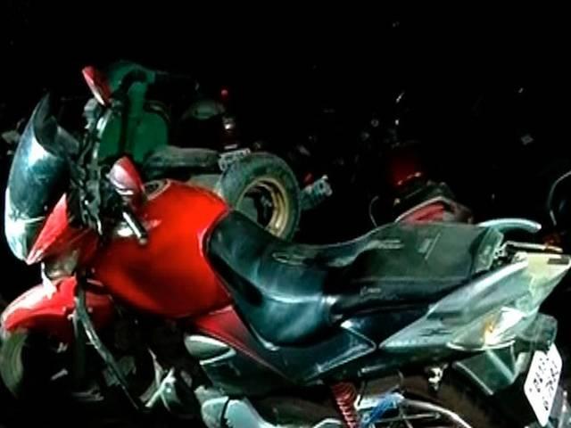 delhi_Mercedes car_bike