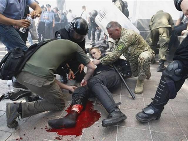 Ukraine crisis: Deadly anti-autonomy protest outside parliament