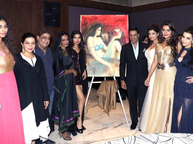 Madhur Bhandarkar unveils Anjana Kuthiala's artwork