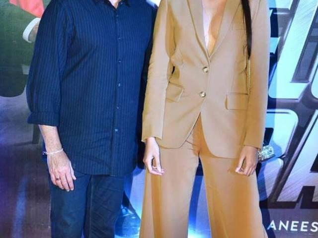 Anil Kapoor with boldly dressed daughter Sonam Kapoor on welcome back premier