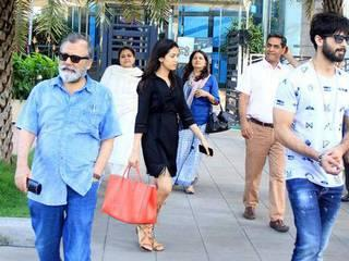 Shahid Kapoor & Mira Kapoor Spotted With Family