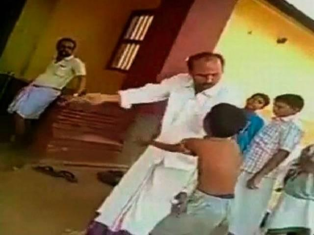 Teacher thrashes young boy with fractured hand