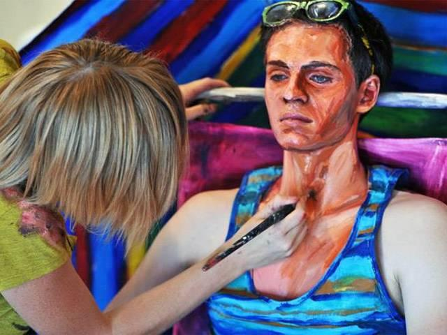 painting on humen body make them look like paintings
