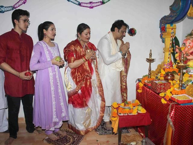 Mumbai: Bollywood celebrates Ganesh festival