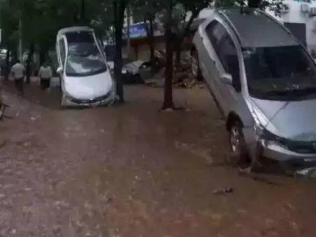 "Pushed by flood, vehicles ""stand up"" in SW China"