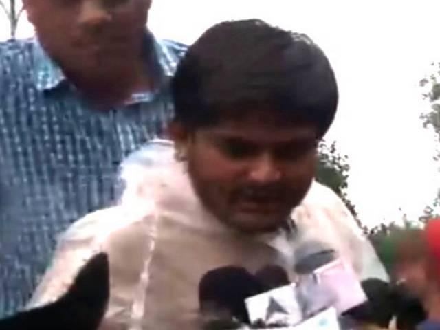 Hardik Patel, Patel quota stir leader, detained in Surat