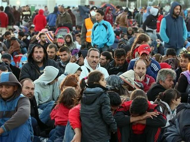 Refugee crisis intensifies as thousands pour into Austria