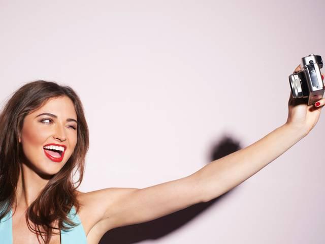 How many people have died selfie deaths?