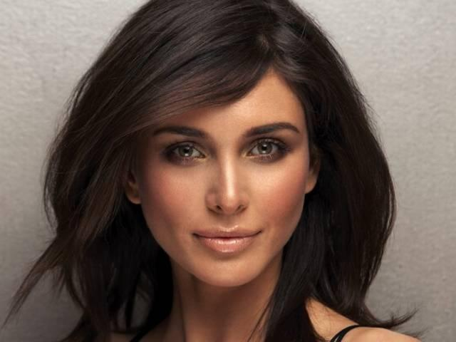 Actress Lisa Ray urges women to be financially stable to tackle health issues