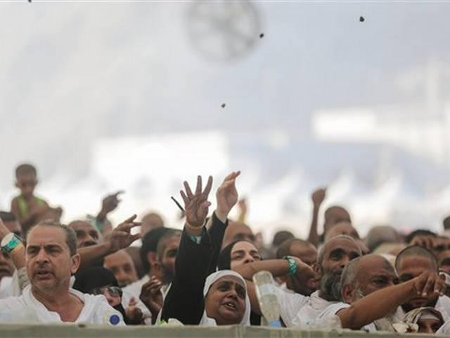 At least 100 dead, 390 hurt in stampede at hajj in Saudi