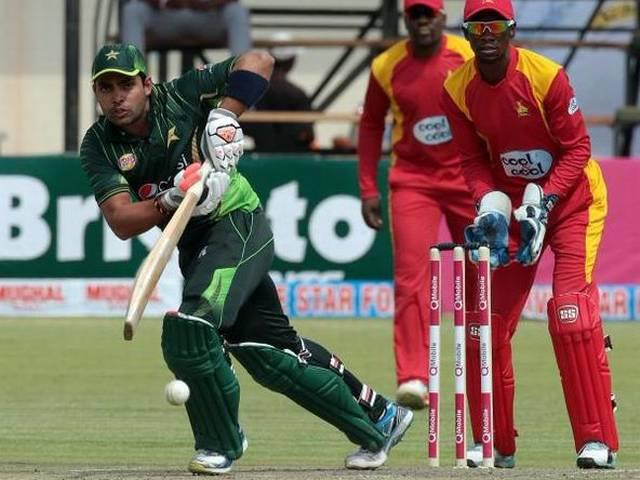 Pakistan defend 136 again to win series