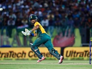 Vineet Kulkarni_MS Dhoni_Team India_Umpire_JP Duminy_