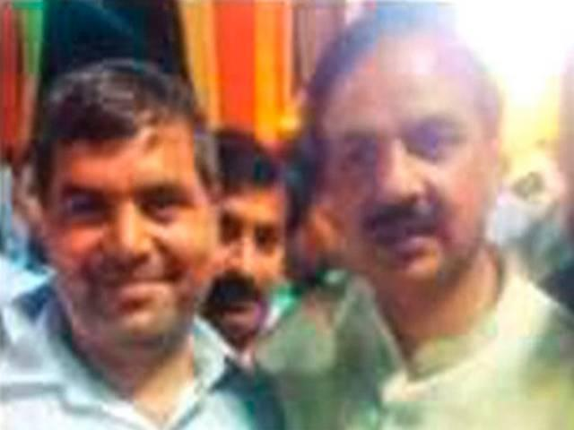 Dadri Incident : Accused father seen with Mahesh Sharma in a photograph