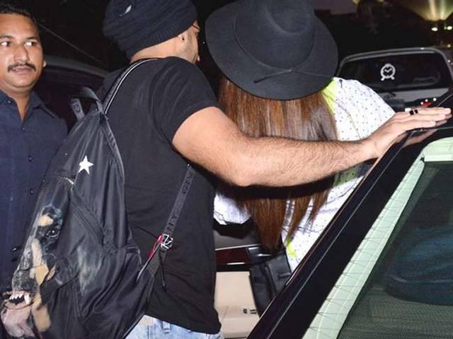 Deepika Padukone & Ranveer Singh Were Spotted Kissing At The Airport