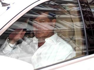 Salim Khan leaves after being discharged from Lilavati hospital