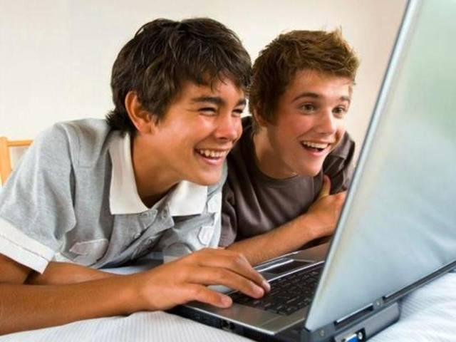 INTERNET_USER_YOUNGSTER_BOYS