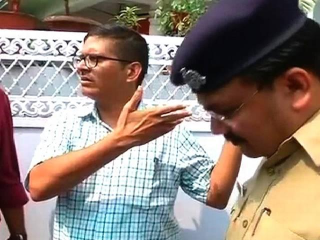 Vigilance raid on Amitabh thakur house