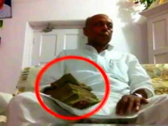 Bihar Minister and Lalu yadav's candidate caught over sting operation