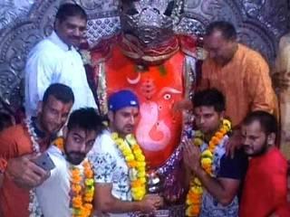 Khajrana Temple_Team India_Suresh Raina_Mohit Sharma_Ishwar Pandey_Ajinkya Rahane