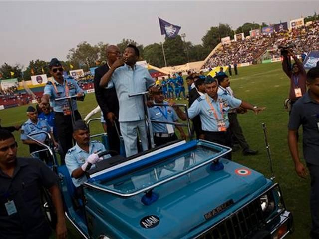 Pele mesmerises Delhi fans