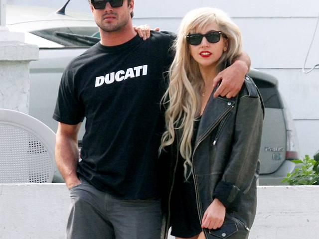 TAYLOR KINNEY ON BEING SLAPPED BYLADY GAGA