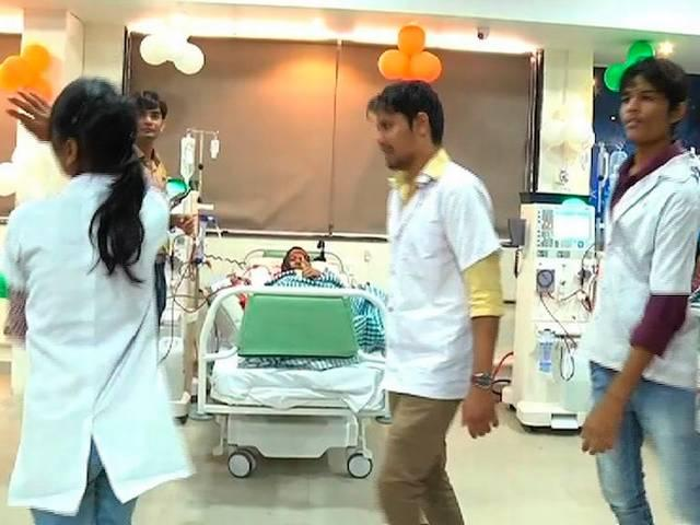 Doctor and staff of Sola Civil Hospital, Ahmedabad performed the Garba in ICU