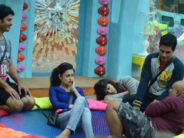 Rimi Sen is turning into the real entertainer of bb9, Roopal gets emotional for Ankit