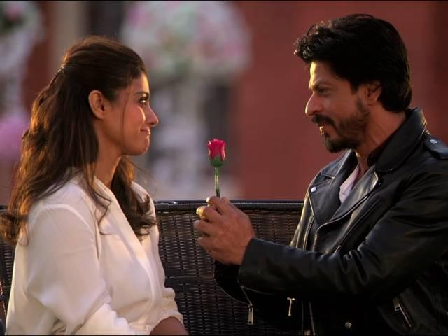 Kajol and SRK pay a touching tribute to DDLJ