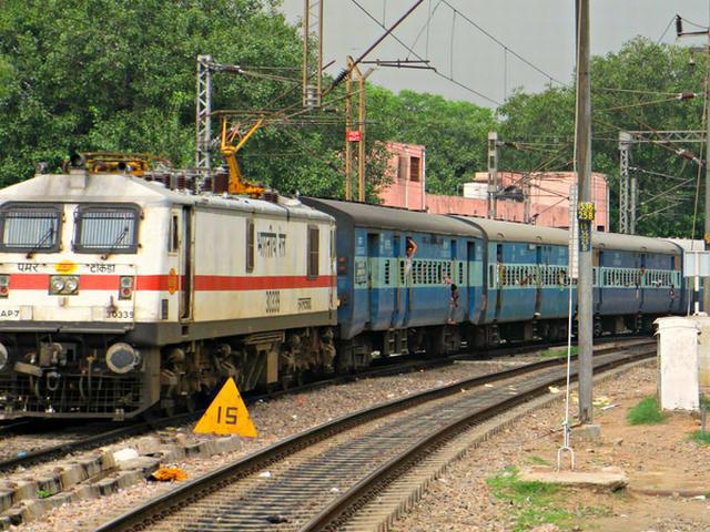 indian-train-railway_DIWALI