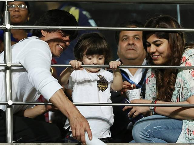 Shah rukh to decrease the speed of posting the pics of AbRam's says gauri khan