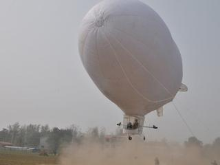 Man builds airship in 4 months with $47k in C China after quitting model plane firm