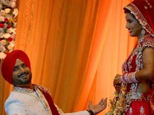 Harbhajan Singh apologizes to media personnel bashed up at his wedding