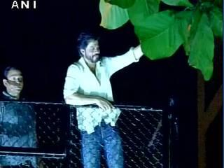 SRK turns 50 | Shahrukh Khan takes selfie with his fans on the eve of his 50th birthday at his residence in Mumbai